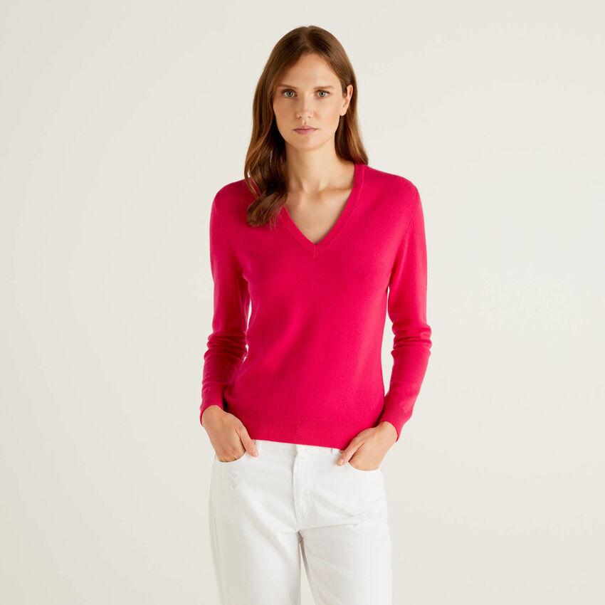 Pullover aus reiner Schurwolle in Fuchsia mit V-Ausschnitt