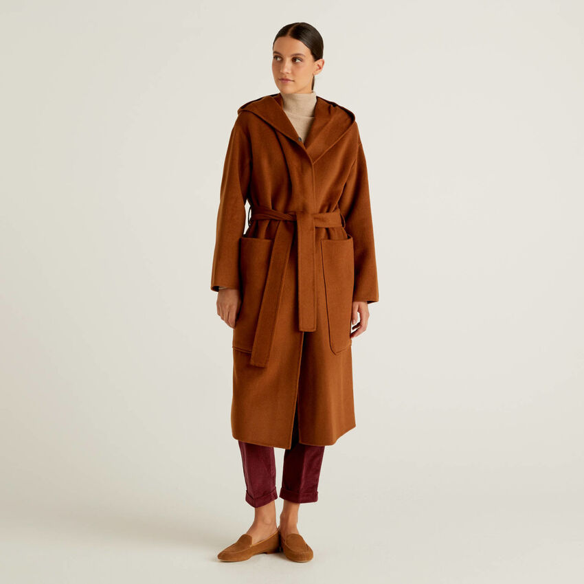 Mantel aus einer Wollmischung mit Kapuze