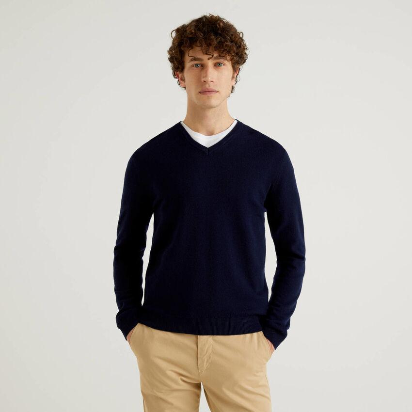 Dunkelblauer Pullover aus reiner Schurwolle mit V-Ausschnitt