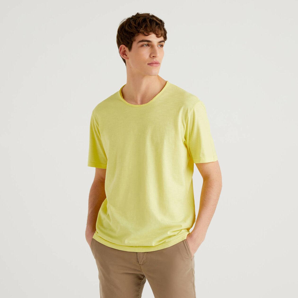 Gelbes T-Shirt aus reiner Baumwolle