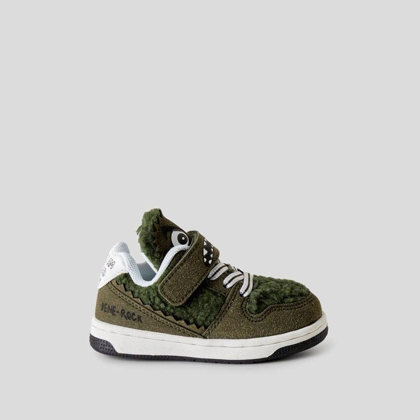 Sneakers mit Einsatz aus Teddy-Fleece