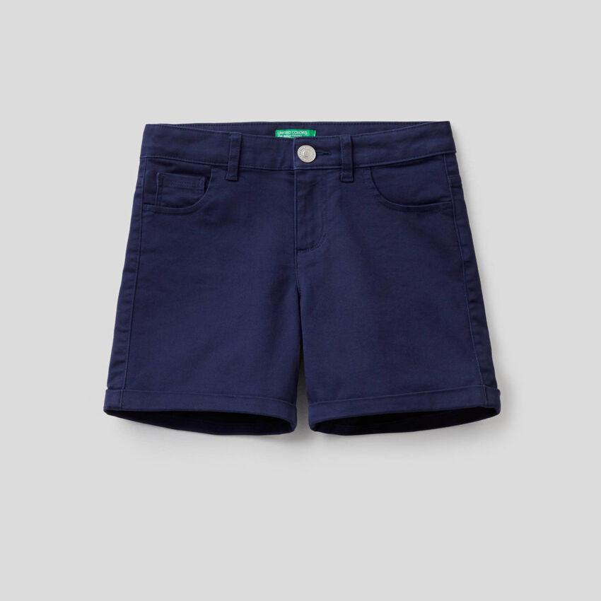 Einfarbige Five-Pocket-Shorts