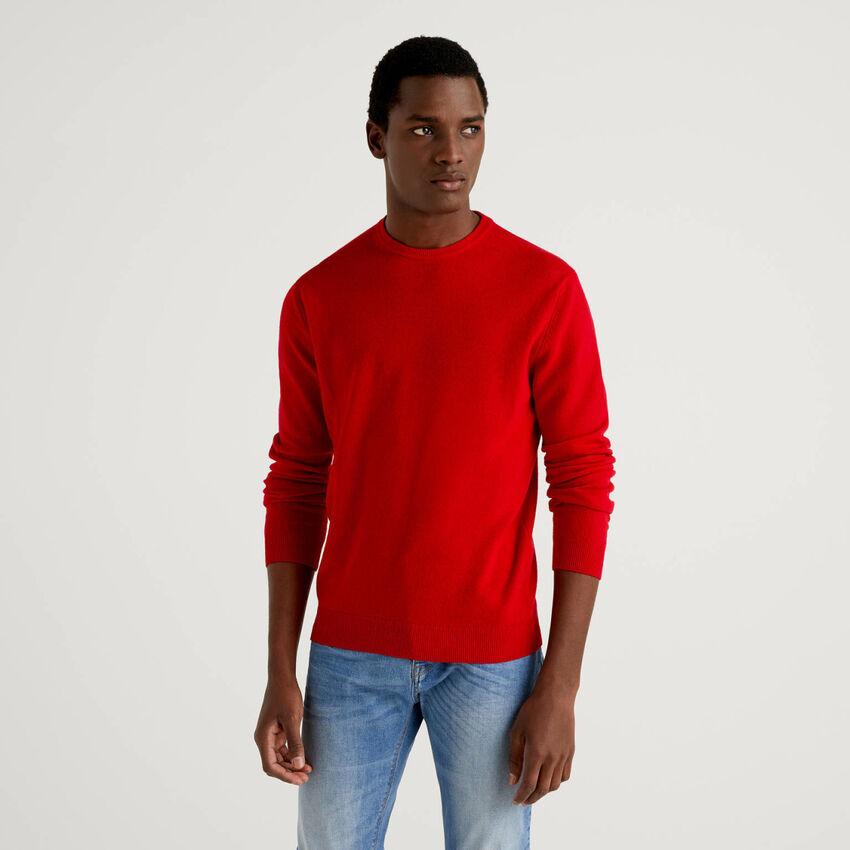 Roter Pullover aus reiner Schurwolle mit Rundausschnitt
