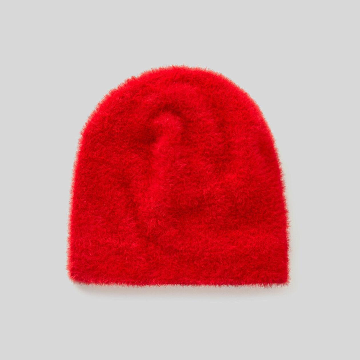 Hat in long-haired yarn