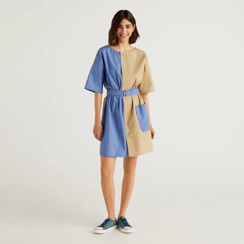 Kurzes, zweifarbiges Kleid aus reiner Baumwolle