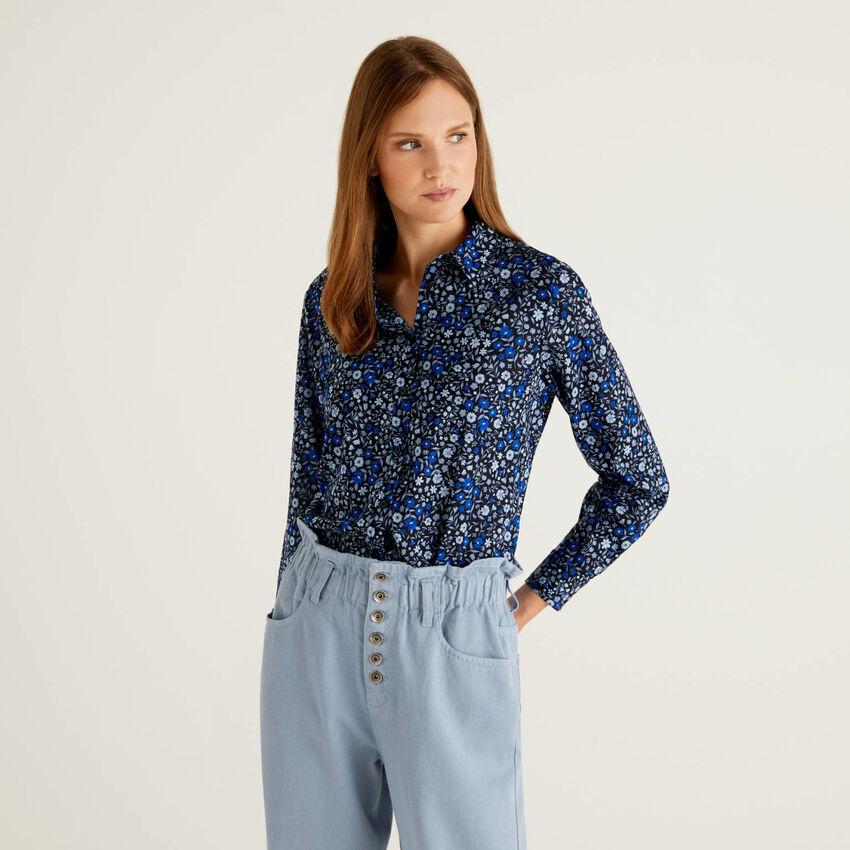 Blaue Bluse aus 100% Baumwolle mit Blumenmuster