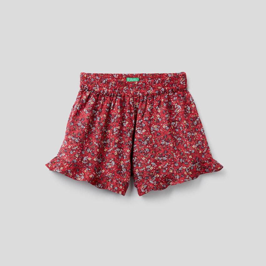Fließende Shorts mit Blumenprint