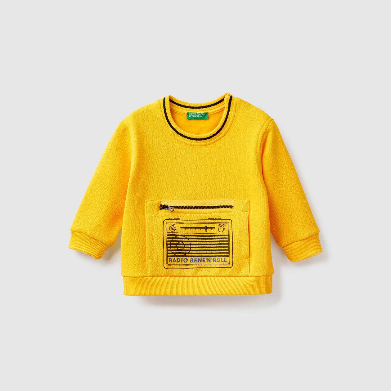 Sweatshirt with zipped kangaroo pocket