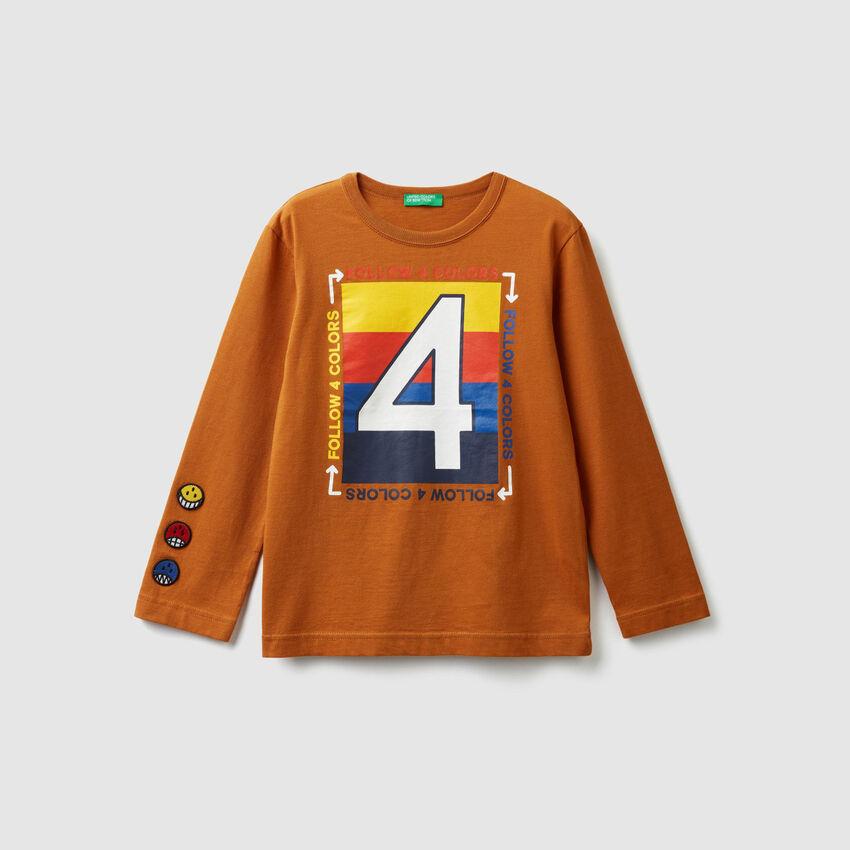T-Shirt mit Print und Aufnäher