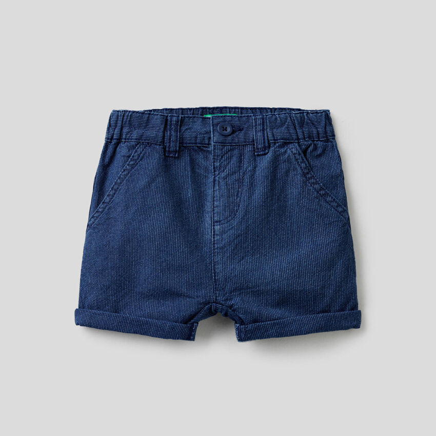 Kurze Hose aus gestreiftem Jeansstoff