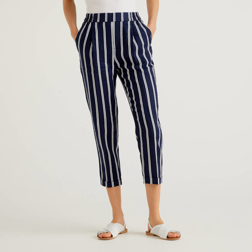 Trousers in 100% linen with pattern print