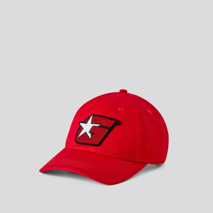 Rote Mütze mit G-Aufnäher by Ghali