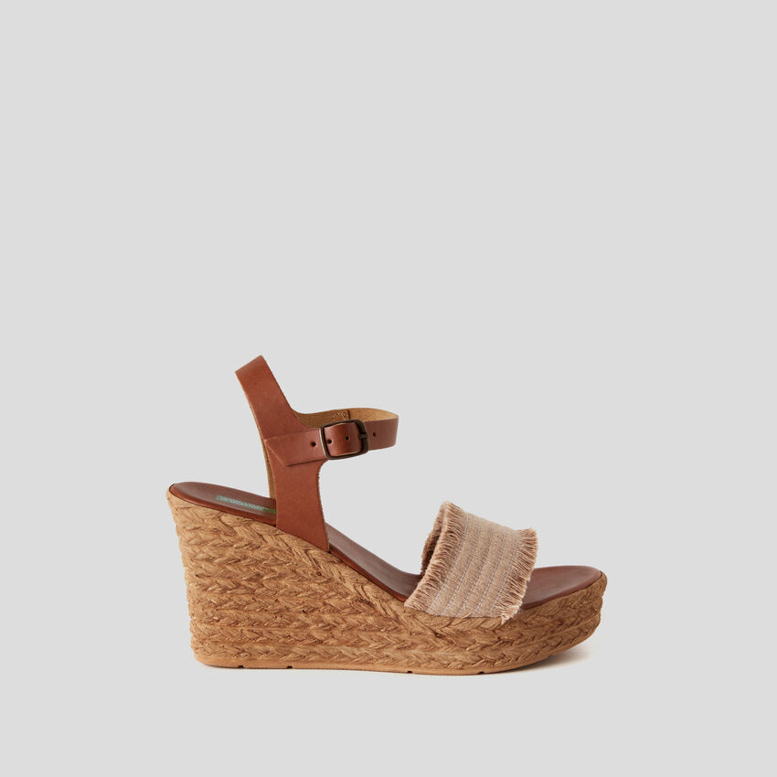 Sandals with rope look wedge