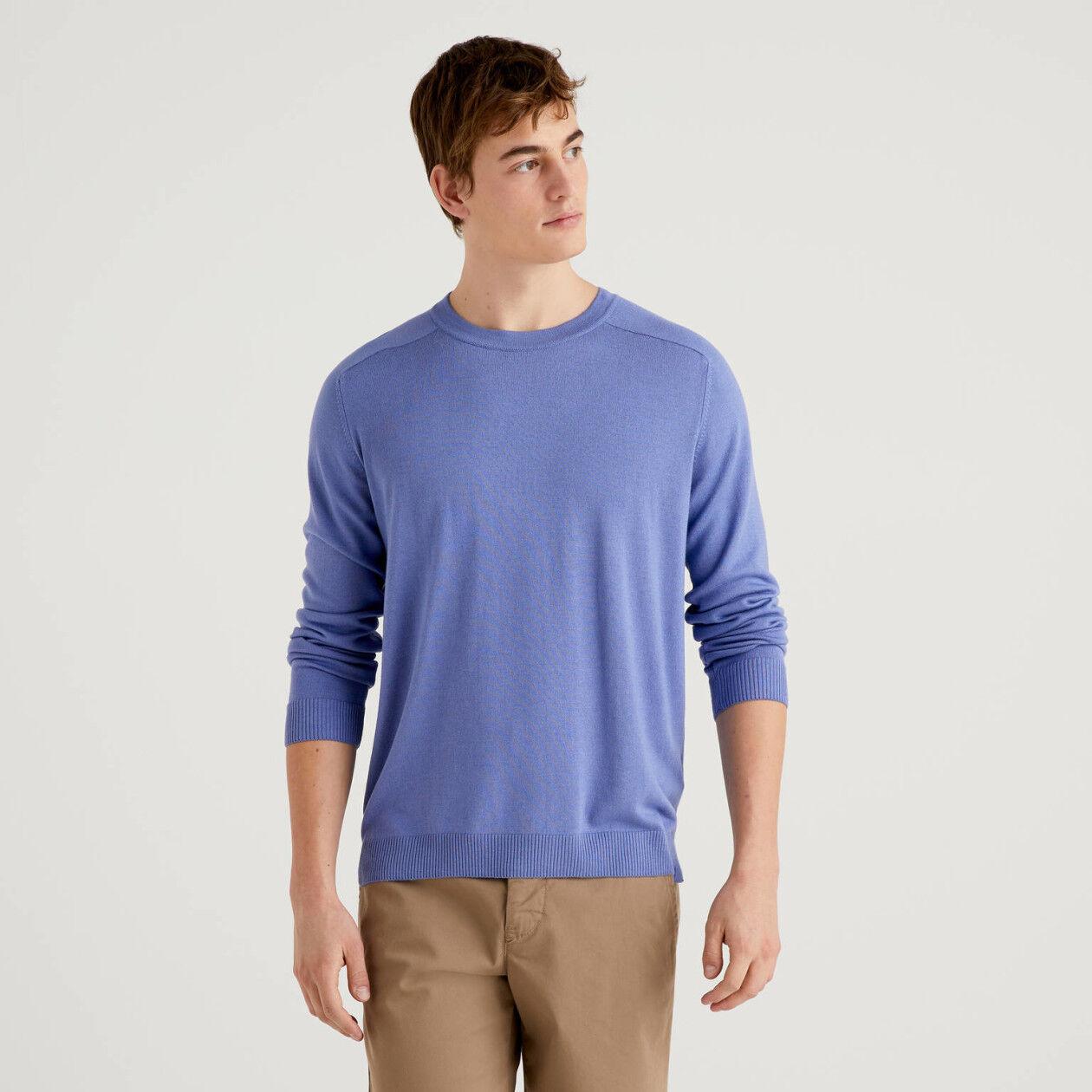 Einfarbiger Pullover mit Rundausschnitt