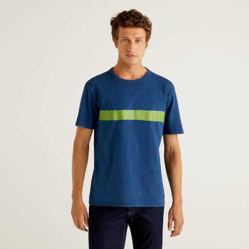 T-shirt en pur coton avec teinture indigo