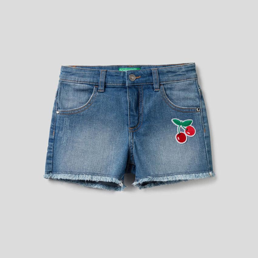 Short en jeans avec patch
