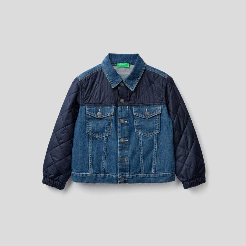 Jeansjacke mit Details im Lochmuster