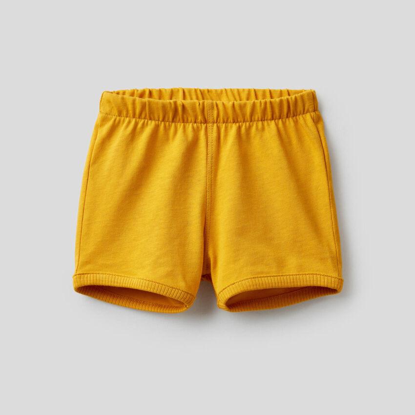 Shorts mit Maxi-Aufnäher hinten