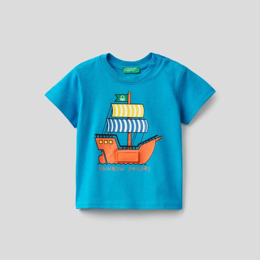 T-shirt bleu avec imprimé vaisseau