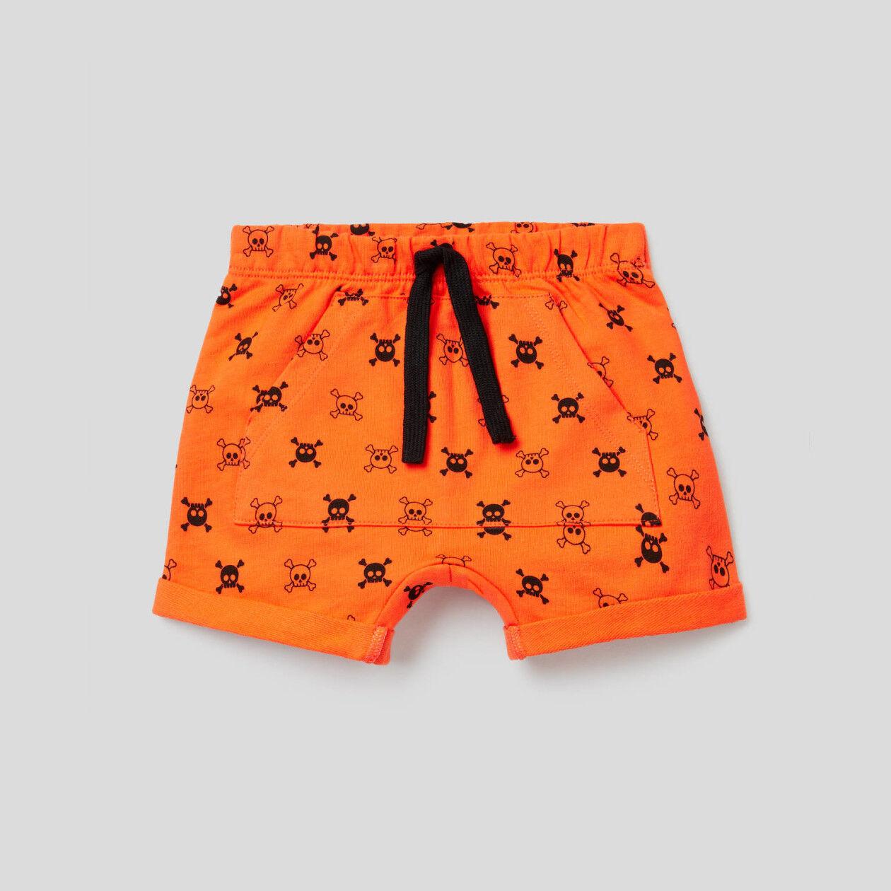 Shorts with maxi pocket