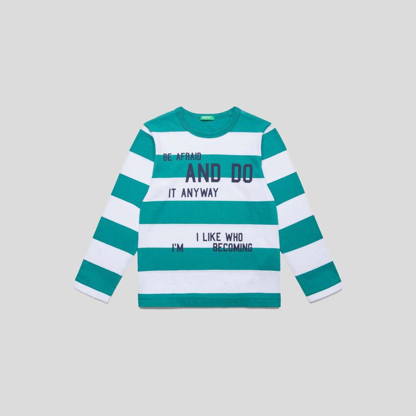 Gestreiftes T-Shirt mit Schriftzügen