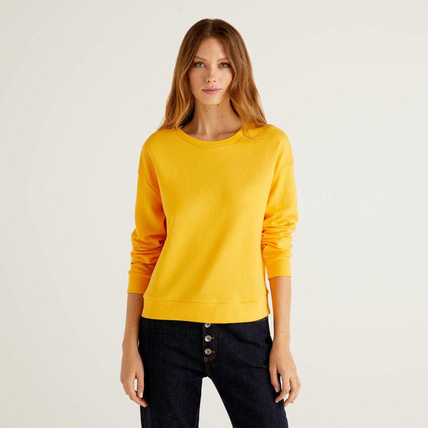 Solid color sweatshirt in cotton blend