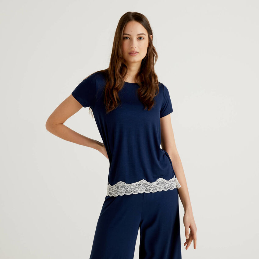 Short sleeve t-shirt with lace