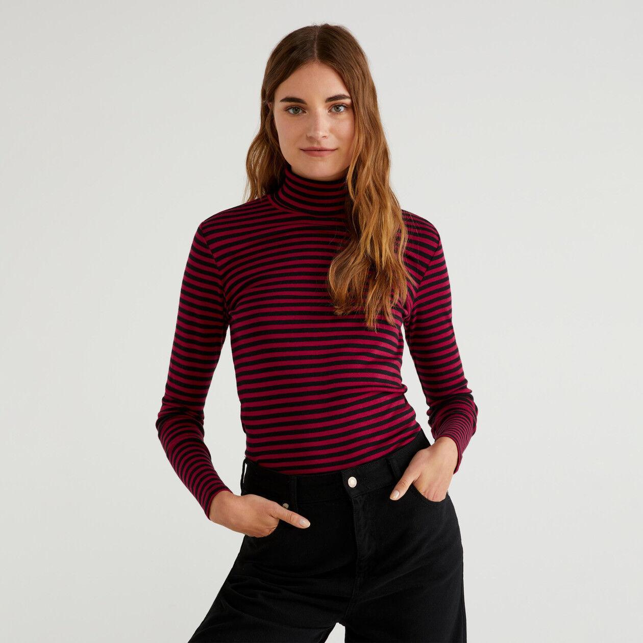 Gestreiftes Rollkragen-T-Shirt