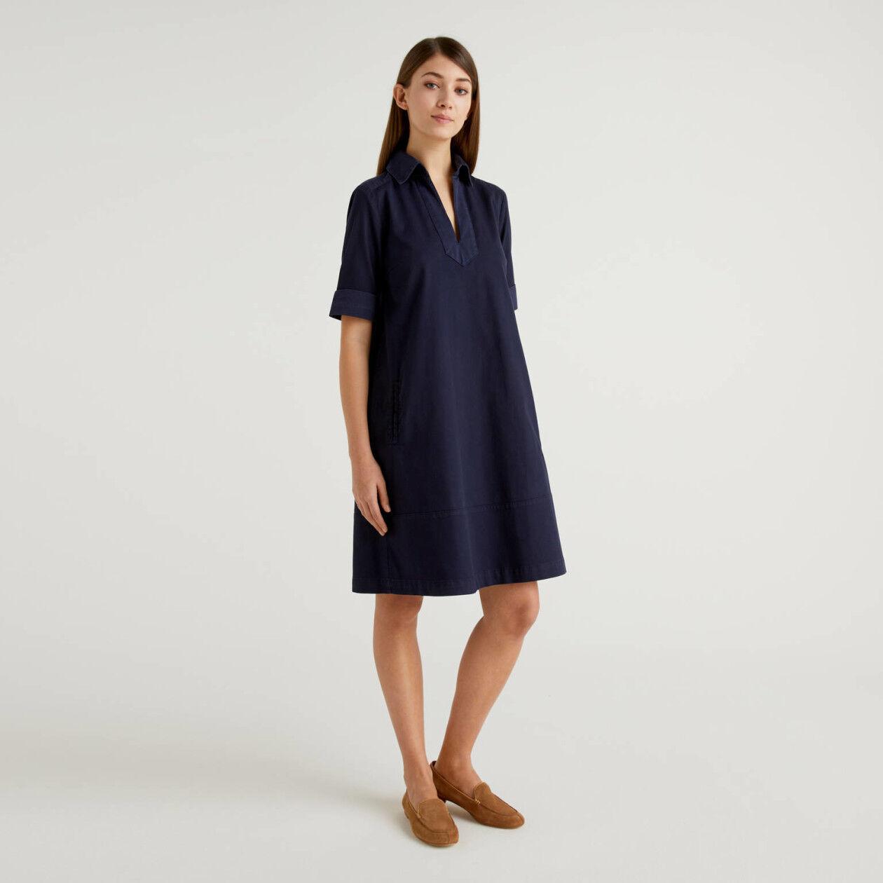 Ausgestelltes Kleid aus stretchiger Baumwolle