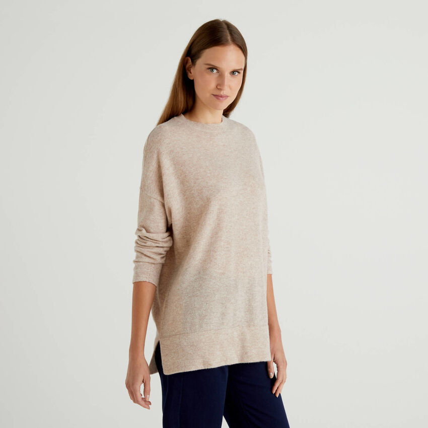 Sweater in wool blend with slits