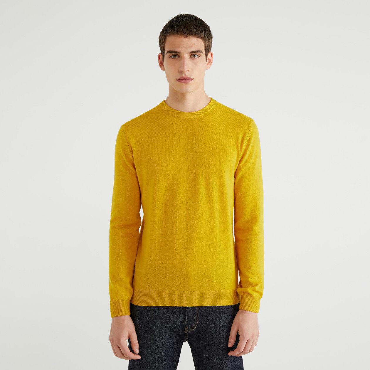 Sweater aus 100% Schurwolle mit Rundhals