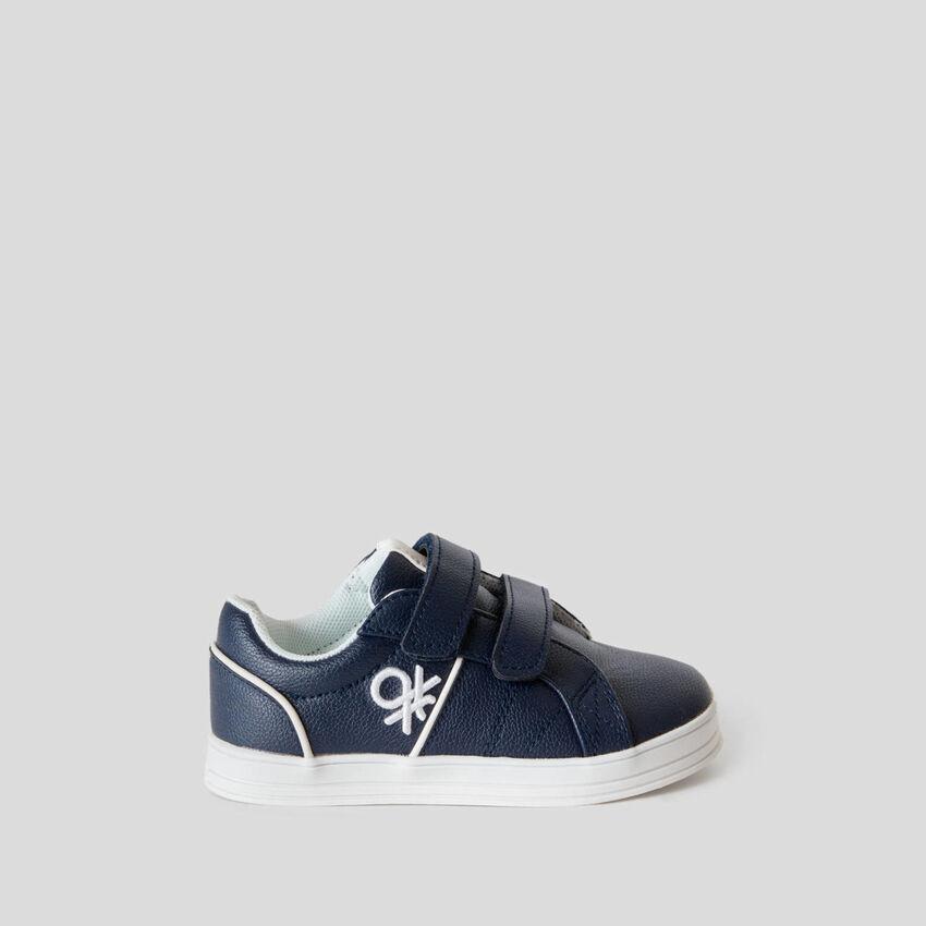 Sneakers bleu foncé à deux scratchs