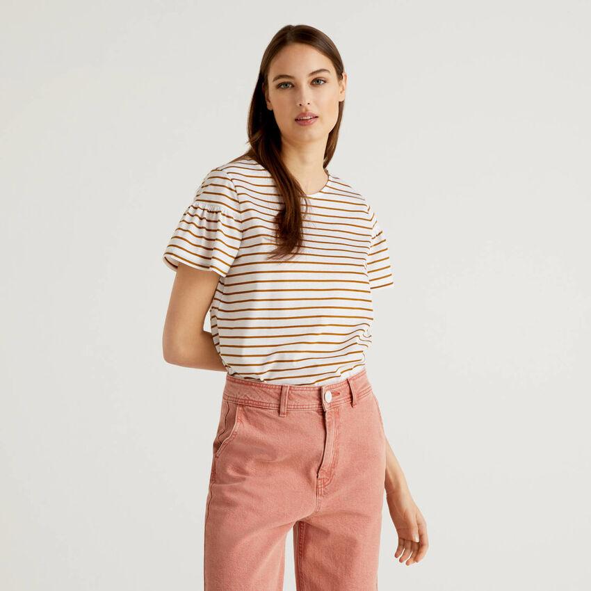 T-shirt à rayures avec manches froncées