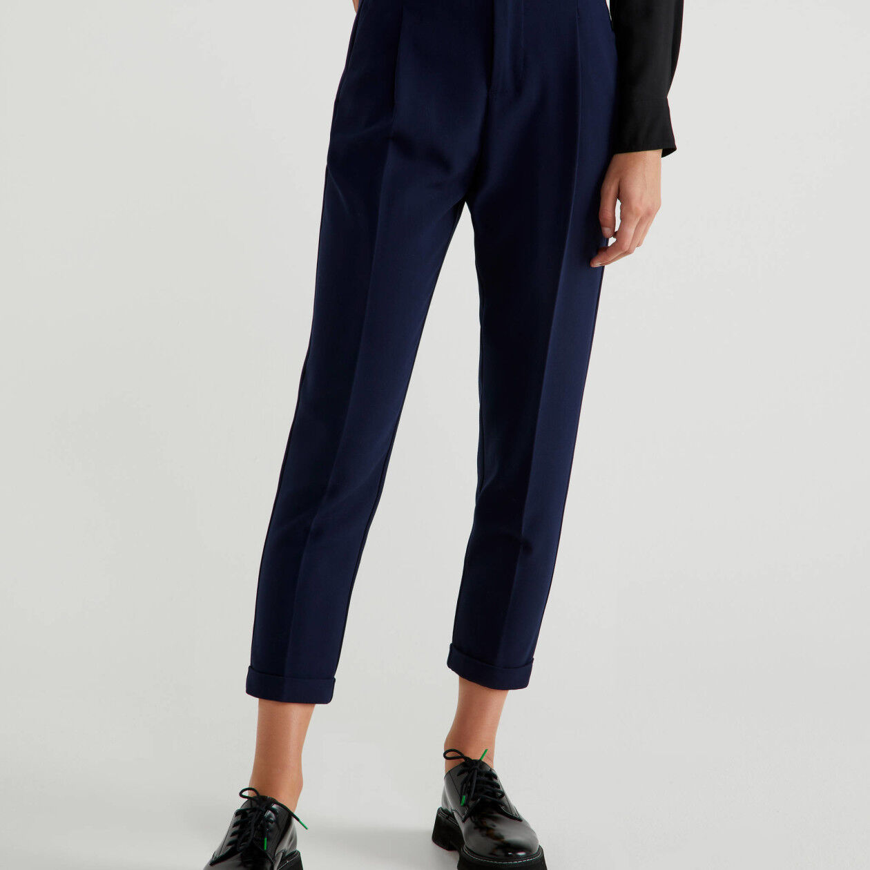 Trousers with crease and roll-up