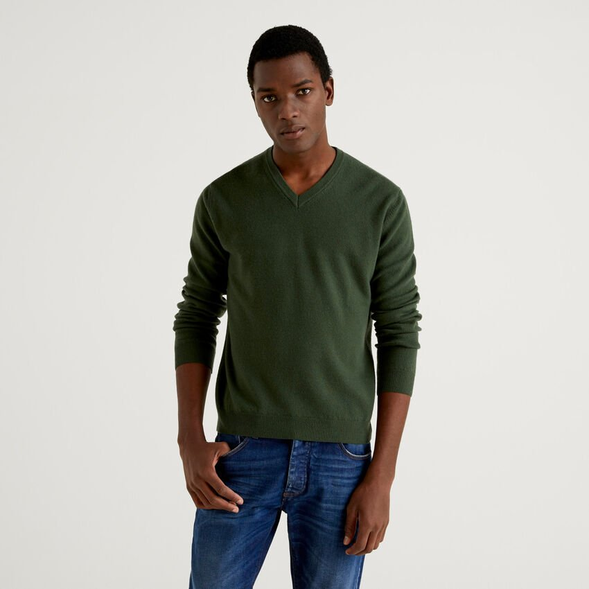 Military green V-neck sweater in pure virgin wool