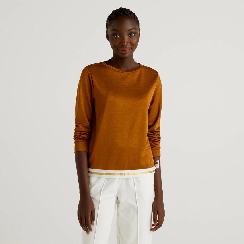 T-shirt avec bas de couleur contrastée
